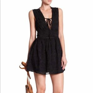 Lucca Couture *. Deep V-Neck (M) Black